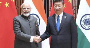 El presidente de China, Xi Jinping, se reúne con el primer ministro indio, Narendra Modi, en Xiamen, en la provincia suroriental china de Fujian, el 5 de septiembre de 2017. Narendra Modi se encuentra en Xiamen para asistir a la novena Cumbre de los BRICS y al Diálogo de Mercados Emergentes y Países en Desarrollo. (Xinhua/Ma Zhancheng)