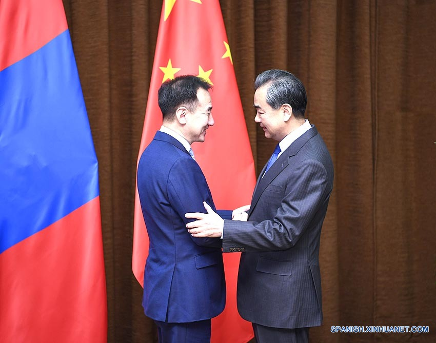 (171204) -- BEIJING, Dec. 4, 2017 (Xinhua) -- Chinese Foreign Minister Wang Yi (R) holds talks with visiting Mongolian Foreign Minister Damdin Tsogtbaatar in Beijing, capital of China, Dec. 4, 2017.  <a href=