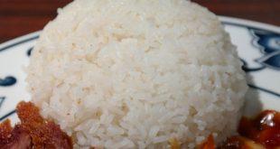 arroz-blanco-acompanando-un-plato-de-la-gastronomia-china