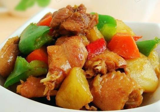 carne de pollo con patata y pimiento