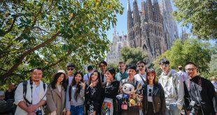 图片4. 中国明星网红们游览巴塞罗那圣家族大教堂