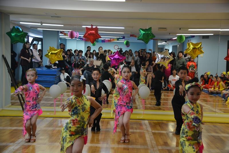 形体组冠军:团体舞蹈《快乐拉丁》