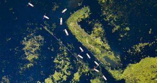 Imagen del 30 de abril de 2018 de turistas visitando el lago Baiyangdian, en la Nueva Area de Xiongan, provincia de Hebei, en el norte de China. Muchos turistas pasan su tiempo libre en la Nueva Area de Xiongan durante el día de asueto del Primero de Mayo. (Xinhua/Shen Bohan)