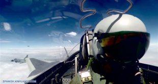 Imagen de archivo sin fechar del avión de caza sigiloso chino J-20 participando en su primera misión de entrenamiento de combate sobre el océano. Aviones de caza sigilosos chinos J-20 han empezado su primera misión de entrenamiento de combate sobre el mar, confirmó el miércoles el portavoz de la Fuerza Aérea del Ejército Popular de Liberación, Shen Jinke. El J-20 es el avión de combate de cuarta generación de medio y largo alcance de China, y entró en servicio en la fuerza aérea de combate este año. (Xinhua/Str)