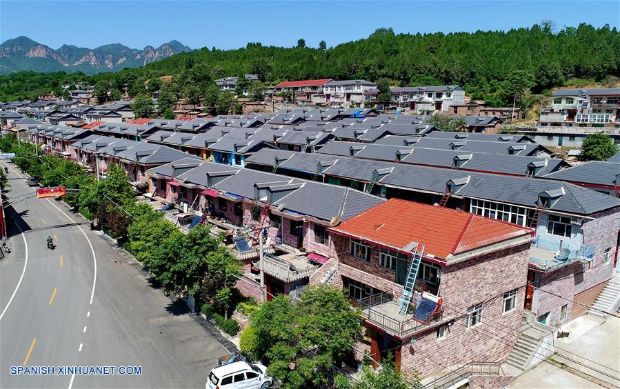 HEBEI, mayo 25, 2018 (Xinhua) -- Imagen del 23 de mayo de 2018 de una vista aérea de la villa de Qiannanyu en el condado de Xingtai, provincia de Hebei, en el norte de China. Al mejorar el ambiente ecológico y desarrollar la industria verde, la villa de Qiannanyu se ha librado de la pobreza y ha mejorado la calidad de vida de sus habitantes. (Xinhua/Yang Shiyao)