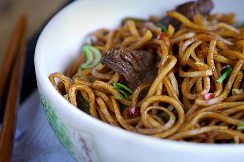 Fideos-fritos-chinos-con-ternera-Feath1