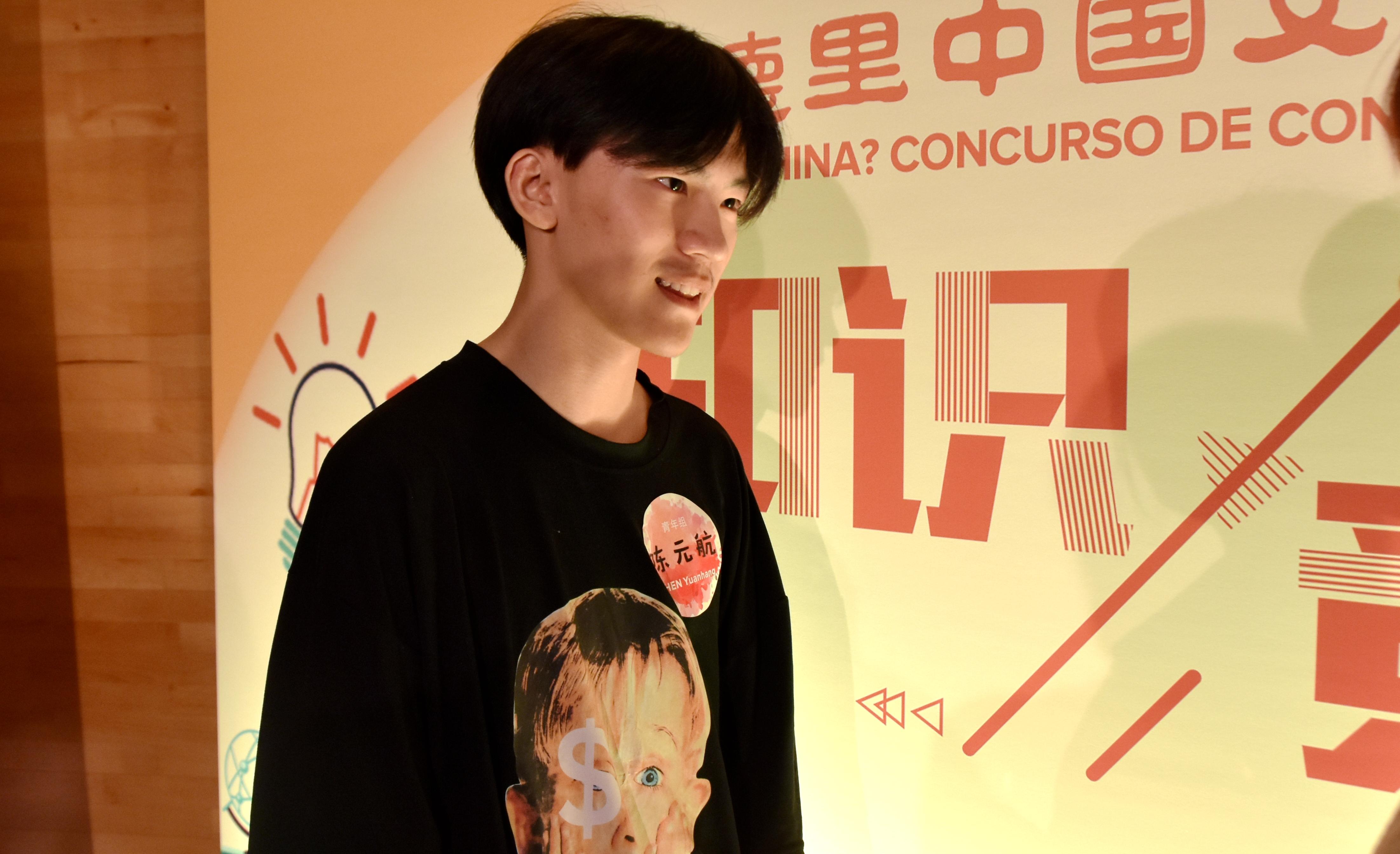 陈元航接受记者采访