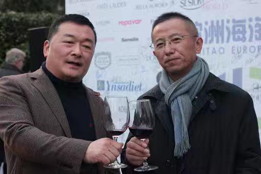 不动产公司LOOK&FIND董事长裘成谦先生(右)