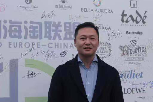 软膏化妆品品牌董事长胡大荣