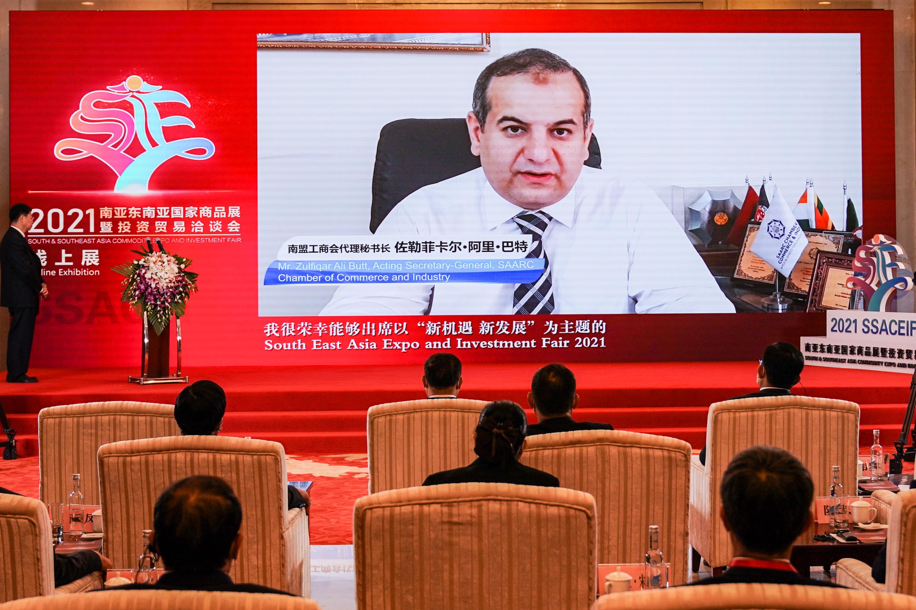 图为南盟工商户代理秘书长 佐勒菲卡尔 阿里 巴特在开幕式上视频连线致辞